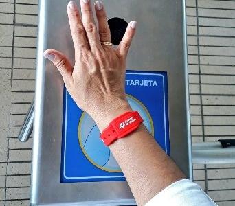 Transmetro y Banco AV Villas lanzan Manilla de Pago para acceder al Sistema